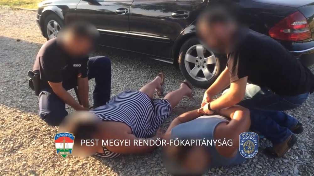 Földre teperték és megbilincselték a csalókat az agglomerációban (Videó)