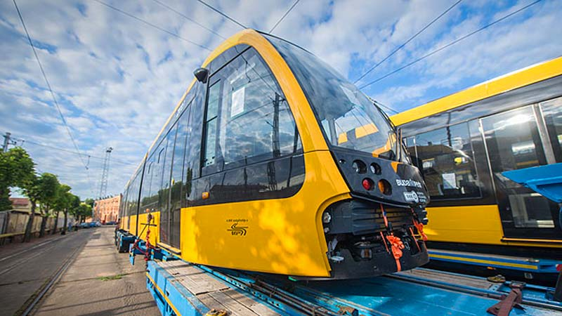 Klassz új villamosok érkeztek a fővárosba, hamarosan utazhatunk is rajtuk