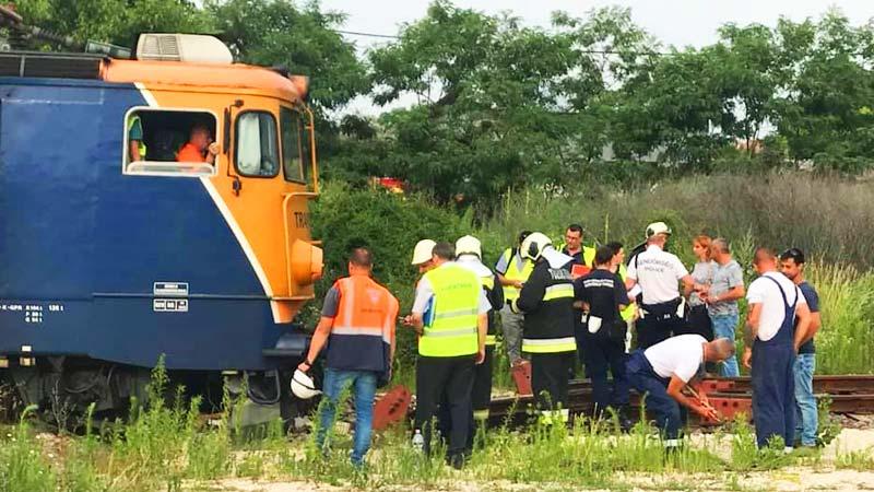 Vonat ütközött egy személyautóval Pest megyében