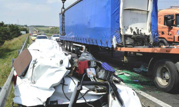 Halálos baleset az M1-esen, teljesen lezárták az egyik oldalon a pályát, óriási a torlódás