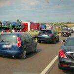 Hatalmas baleset miatt leterelik az autókat az M1-esről, óriási a torlódás