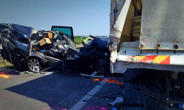 Sokkoló fotók az M3-ason történt balesetről