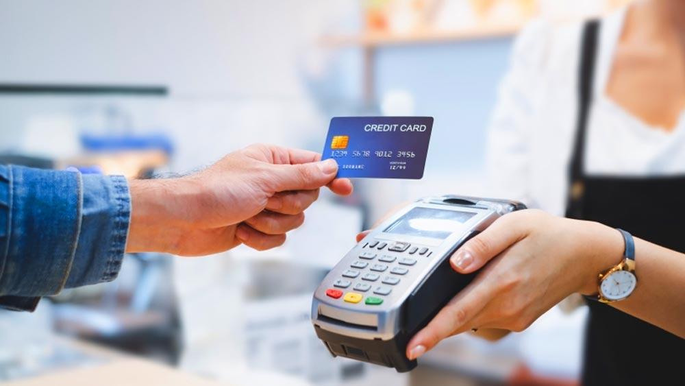 15 ezer forintig nem kell PIN-kódot nyomogatni a pénztáraknál