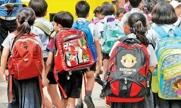 Milyen iskolatáska kell a gyereknek, hogy ne fájjon a háta?