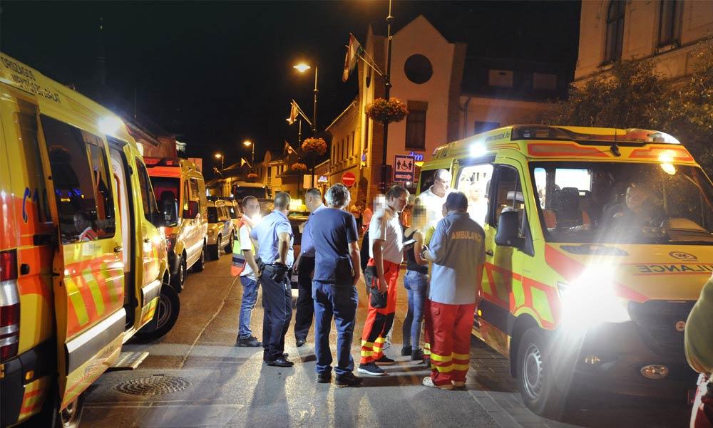 Brutális verekedés egy gödöllői bárban: a támadók karókkal ütöttek mindenkit a tömegben