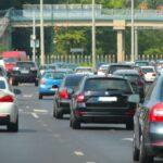 Nagy torlódások vannak az agglomerációs utakon, a MÁV-val is bajok voltak