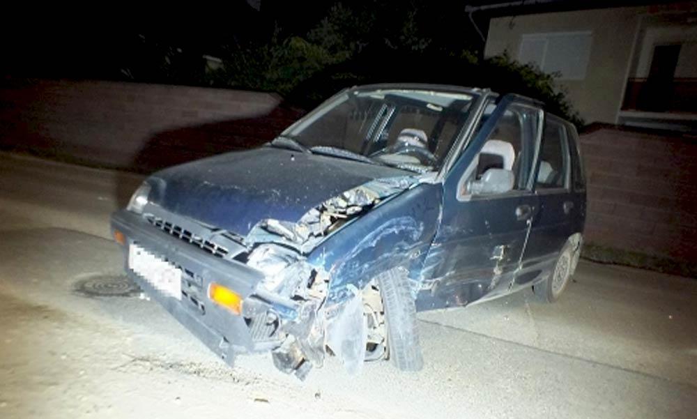 Ocsmány módon lelépett a Mercedessel, miután letarolta a kisautót