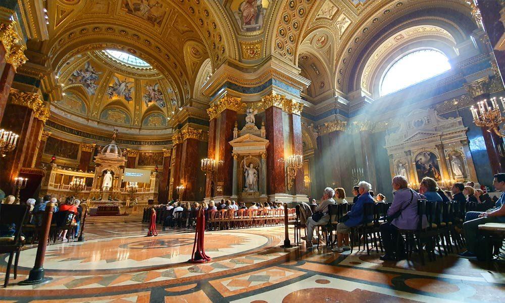 """""""A koronavírus miatt meghirdetett veszélyhelyzetben a templomok mint a lelki feltöltődés és imádság helyei különösen is fontosak"""" – nyitva maradnak a templomok és miséket is lehet majd tartani"""