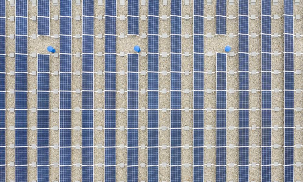 Rengeteg napelemet adtak át Csepelen, de kinek és miért?