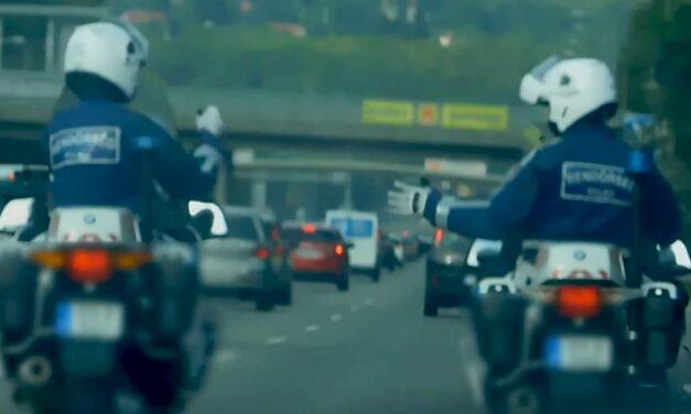 Példátlan dolgot csinált két rendőr az M7-esen (Videó)