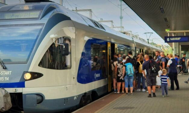 Hárommilliárdot blicceltek a MÁV-nál, behajtóknak adják, retteghetnek a nem fizető utasok