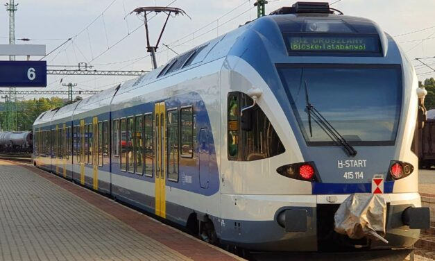 Nagy előrelépés: Mától egységes bérlettel lehet utazni vonaton, hév-en és buszon