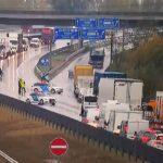 Halálos kamionbaleset az M0-áson, lezárták az autóútat