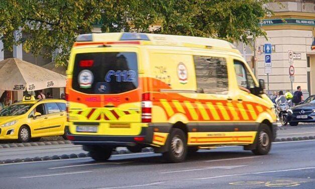 Busz mögül lépett az autó elé a kislány Budafokon, a rendőr élesztette újra a gyereket