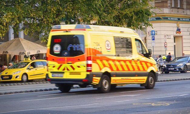 Durván rátámadt a segítségére siető mentősökre egy részeg férfi