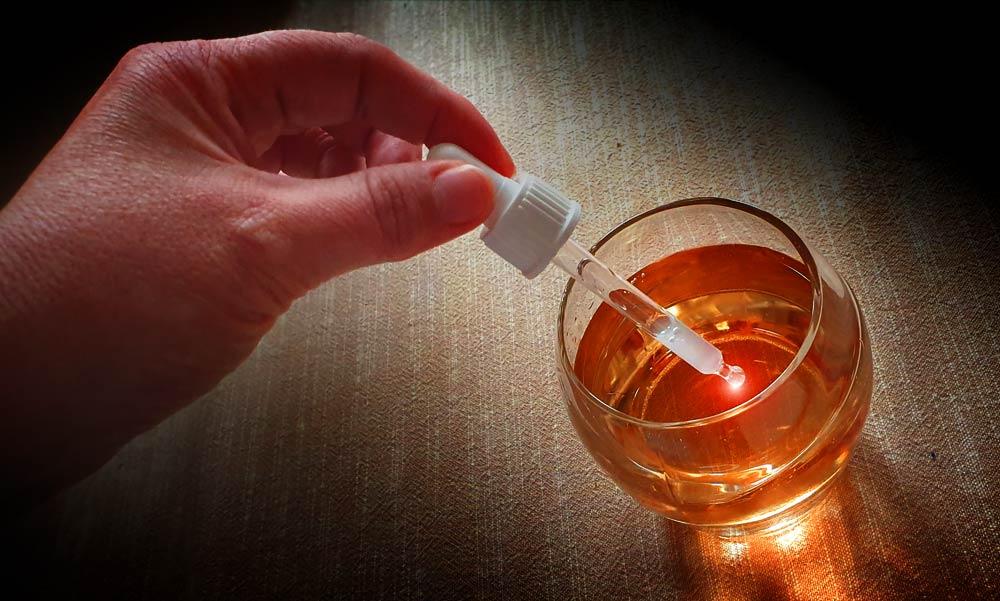 Méreggel itatta, majd kirabolta partnereit a szigetszentmiklósi nő: 8 évet kapott