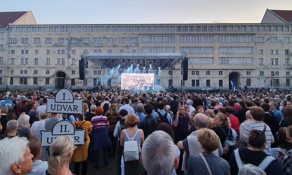 Rendőri készültség a belvárosban, verekedés Orbán Viktor beszédének helyszínén