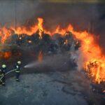 Lángoló gyárudvar Szentendrén – Nézd meg az oltás képeit!