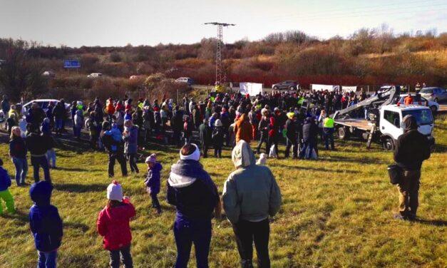 A dúsgazdag Baumgartnerék stikában lakóparkot építhetnek, a természetvédők tüntetnek