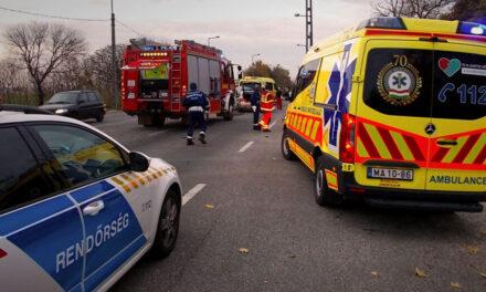 Négy autó ütközött az 51-esen, lezárták az utat Dunavarsánynál, pályafelújítás miatt több vonat is másképp közlekedik