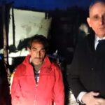 Leégett a házuk, a népszerű polgármester most élő videóban segít a bajba jutott családon