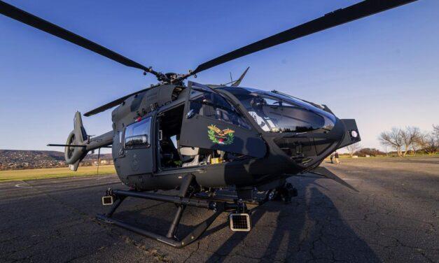 Élet halál között van az a férfi, aki siklóernyőjével egy fára esett, majd a mentőhelikopter szele miatt zuhant le