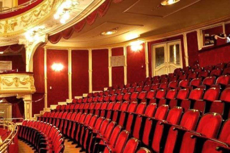 Egy neves rendező zaklathatta fiatal kollégainőit a Katona József Színházban