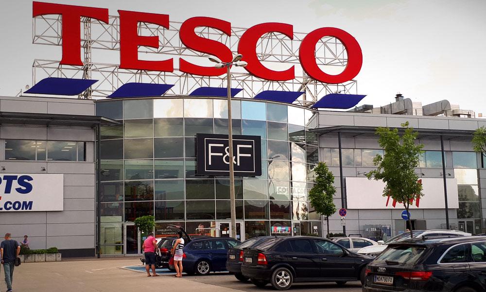 A Tesco is korlátozza a vásárlók létszámát az áruházaiban