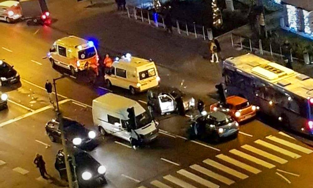 Tömegkarambol a pesti oldalon, 6 autó ütközött
