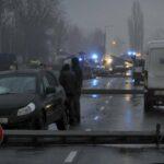 MOST TÖRTÉNT: Dominóként dőltek ki a villanyoszlopok egy baleset miatt