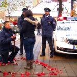 """Meglepő rendőrségi lánykérés: """"Felszólítom Alexandrát, hogy jöjjön ki az épületből!"""""""