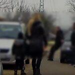 Szamurájkardos támadás az agglomerációban! Akkorát csapott a férfi a másikra, hogy nekiszédült az autónak (Videó)