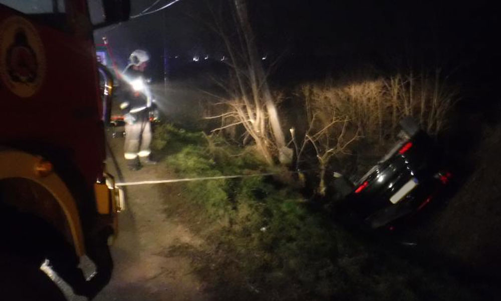 Brutális baleset Albertirsánál  – A sofőr élete egy hajszálon múlt, itt vannak a sokkoló képek a helyszínről
