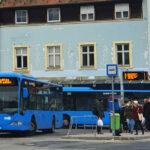 A buszról leszállt zaklató kést nyomott a nő arcához, tapogatta és tanácsokat adott neki