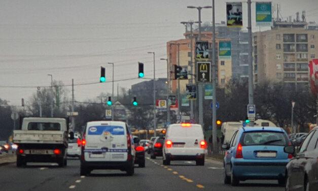 Több autó ütközött a Váci úton, araszolásra készüljenek a 2-es főútról érkezők