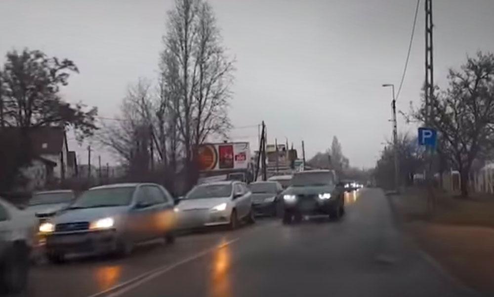 Azt hitte az idióta BMW-s, hogy neki mindent szabad, életveszélyes előzés Dél-Pesten