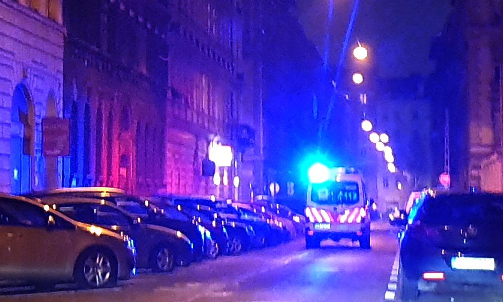 Kizuhant egy kétéves kisfiú a lakásuk ablakából Budapesten