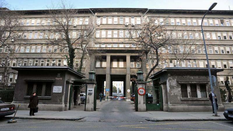 Különös haláleset a Péterfy kórházban: a mosdóban halt meg egy 22 éves férfi