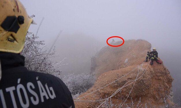 Húsz méter magas sziklán rekedt egy fiatal – tűzoltók hozták le