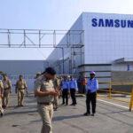 A koronavírus miatt fokozott biztonsági intézkedéseket vezettek be a gödi Sansung gyárban