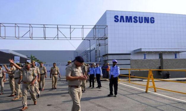Több ezer maszkot adományozott a Samsung Gödnek