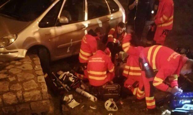 A rendőr és a közterületes élesztette újra a balesetet szenvedett sofőrt