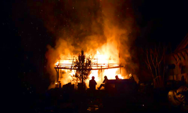 Tűzhalál: Lángolt a férfin a ruha amikor hirtelen rászakadt az égő ház