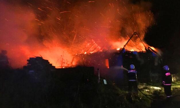 Tűzesetek az agglomerációban: Zsámbékon és Szentendrén is lángoltak épületek