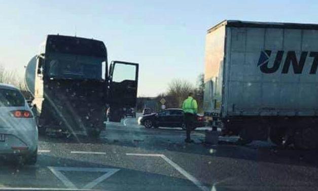 Három baleset az M1-esen, több kilométeres a dugó