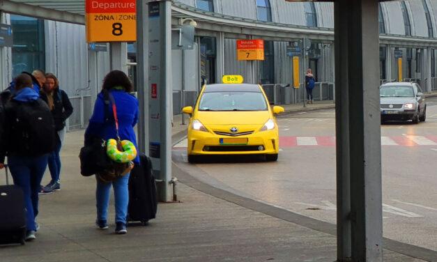 Lezsidózott és megfenyegetett egy taxist a ferihegyi repülőtér biztonsági embere