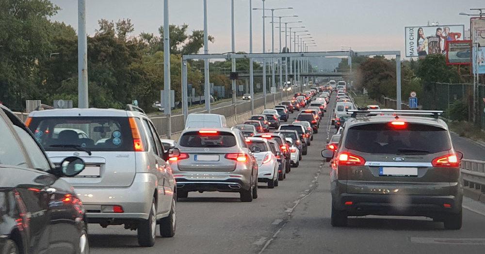 Horror a benzinkutakon, közben alakulnak a dugók Budapesten és környékén