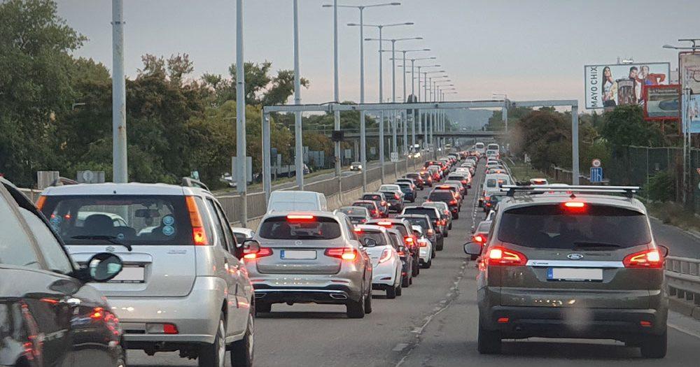 7 kilométeres dugó az M3-ason, baleset az M4-es autóúton – nagyon nehéz a közlekedés hétfő reggel Budapesten és környékén