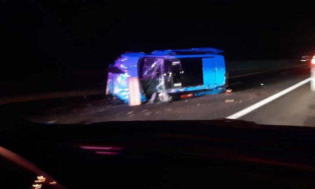 Felborult egy autó Gödöllőnél – torlódás az M3-ason