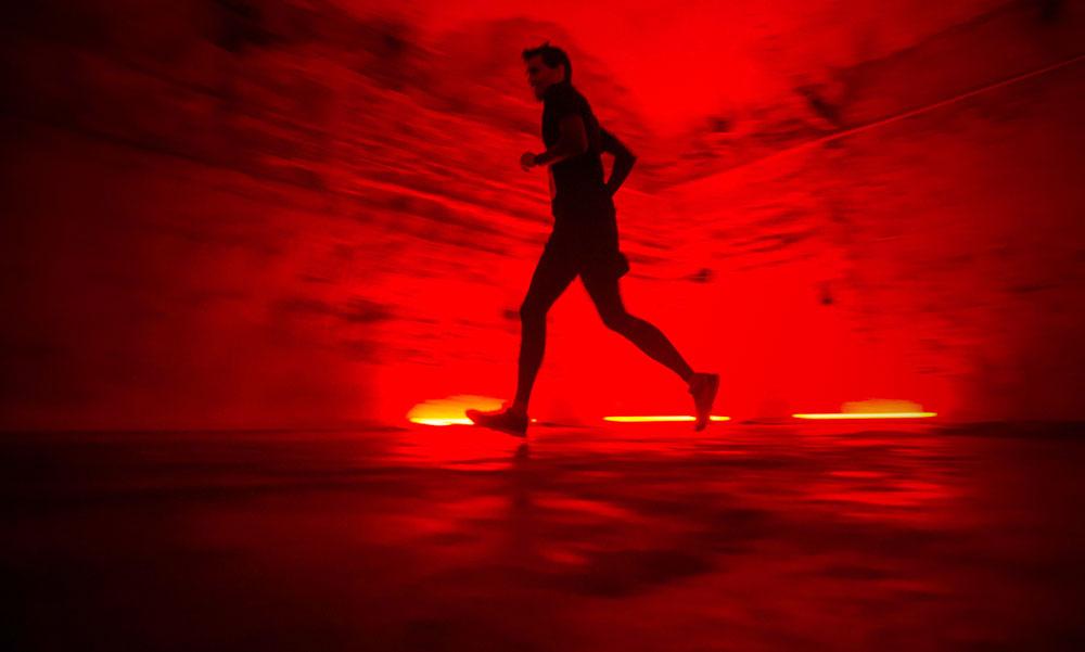Budapest alatt egy titokzatos vörös labirintusban futott sok ember